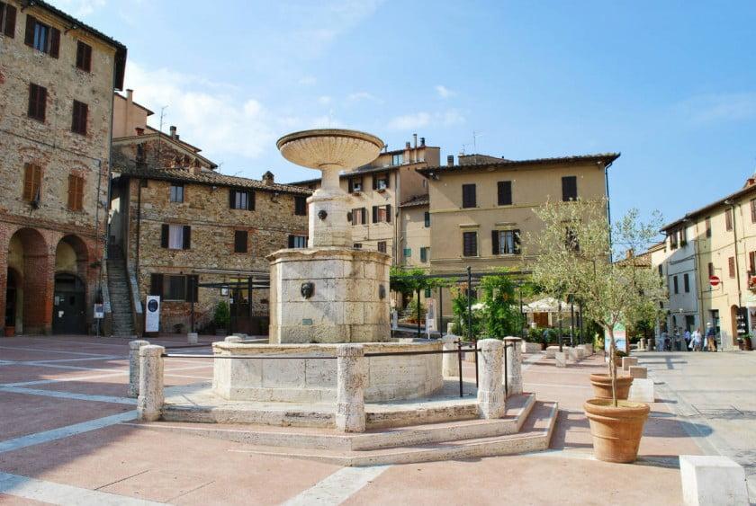 Castelnuovo Central Piazza