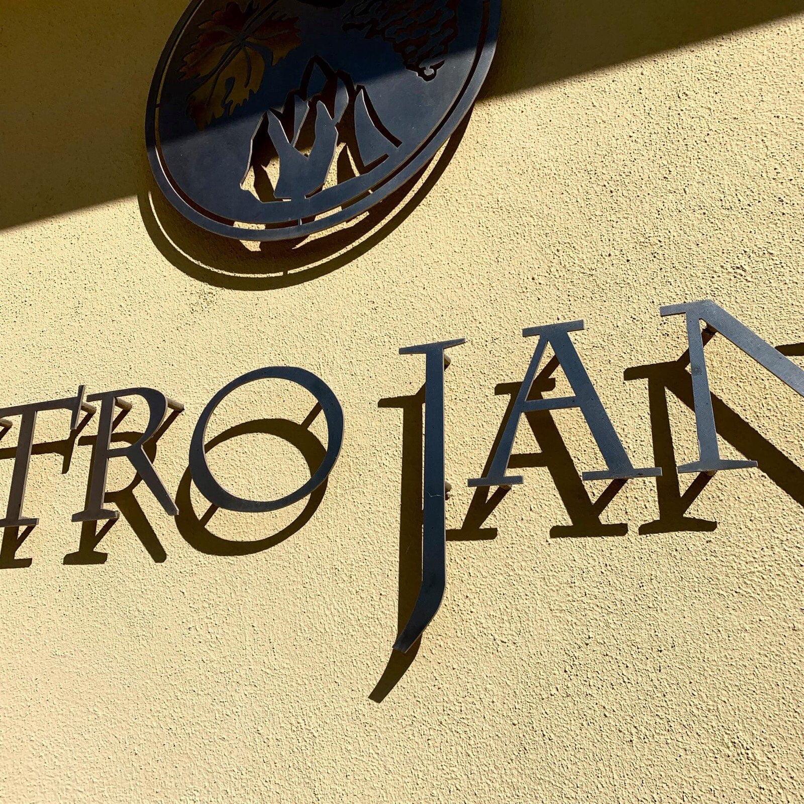 Mastrojanni winery sign
