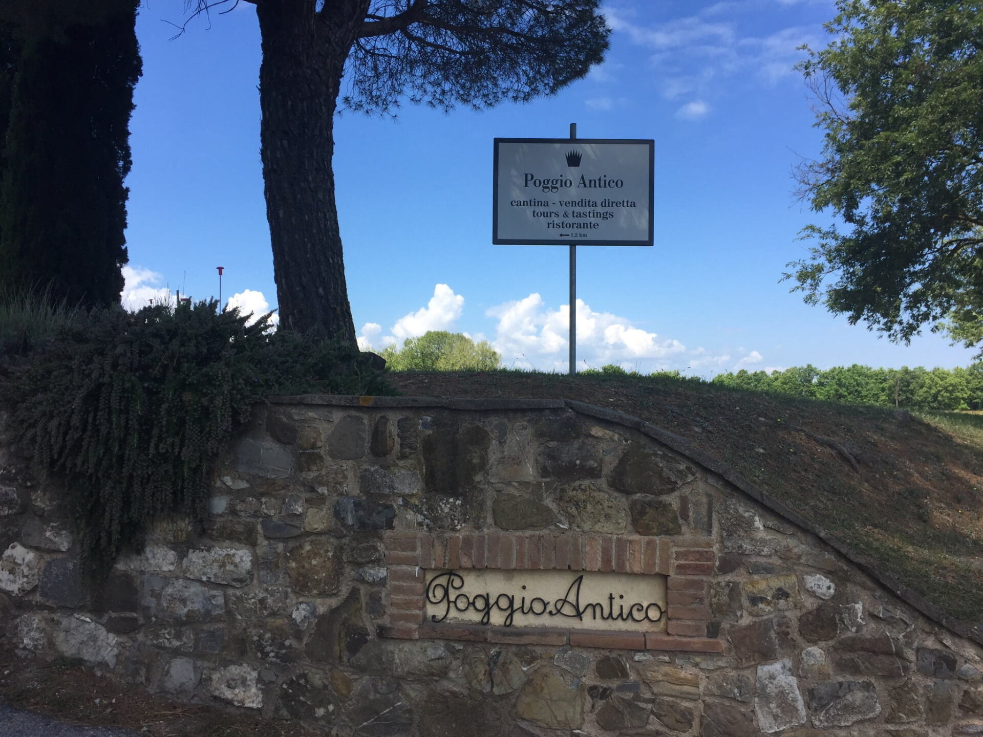 Welcome sign to Poggio Antico